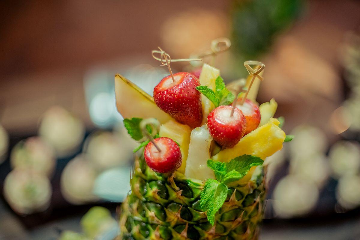 Фруктовое ассорти в ананасе